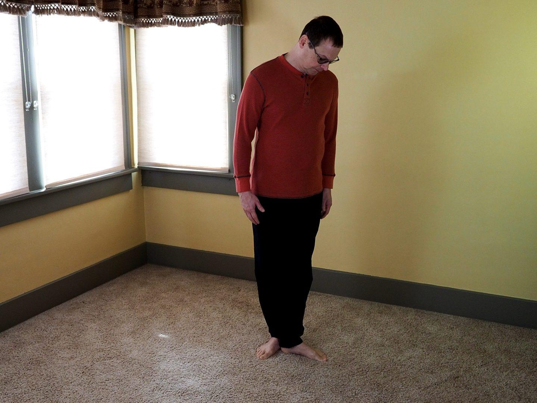 Spacing the feet in Wuji Posture
